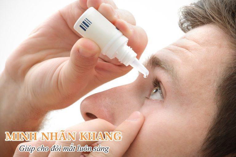 Người bệnh cần dùng thuốc nhỏ mắt trong một vài ngày sau mổ đục thủy tinh thể